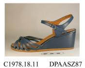 Sandals, pair, women's, sandals, dark blue imitation leather, vamp made out of narrow straps gathered to central knot, round open toe, narrow ankle strap with buckle closure, insole printed Saxone, Young Colony, wedge heel, flat crepe textured sole, app