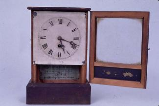 Shelf clock, probably from Alfred Gregory, clockmaker, Normandy Street, Alton, Hampshire, late 19th early 20th century