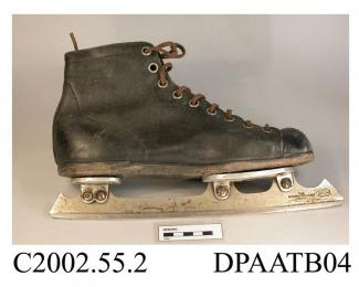 Skating boots, pair, women's, short ankle boots, black leather, front laced with nine pairs of metal eyelets and brown leather laces over full length tongue, tongue lined with blue felted fabric and labelled Sisman's Shoe, inner half sock of white cotto